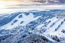 Karlov pod Pradědem. Sjezdovky v Karlově opět ožijí, dnes poprvé v sezoně si zde mohou zajezdit lyžaři, další vleky se spustí zítra.