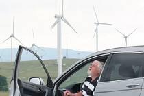 Větrné elektrárny kolem Moravského Berouna stojí už dnes. Obyvatelé i chataři a chalupáři z Čabové a Nových Valteřic kolem svých domů už další větrníky nechtějí.