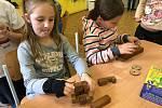V krnovské školní družině ZŠ Žižkova proběhla soutěž ve skládání 10 druhů různých hlavolamů.
