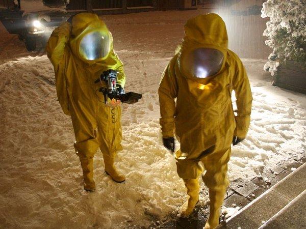 Vědci ve žlutých skafandrech zkoumají Krnov a jeho kino podle pokynů režiséra Tomáše Kleina, který se svým štábem natáčí znělku pro filmový festival Krrr!