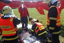 Dvě jednotky hasičů zasahovaly v neděli dopoledne mezi Horním Městem a Tvrdkovem, kde došlo k dopravní nehodě osobního automobilu.