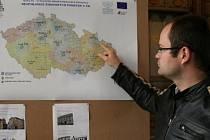 Pavel Kuča ze sdružení Krnovská synagogy představuje na mapě osm míst, kde by měla vzniknout takzvaná regionální centra židovské kultury. Ve Slezsku se nachází jediné z těchto center, a to v Krnově.