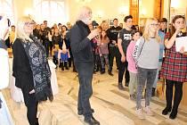 V Městském divadle v Bruntále proběhlo slavnostní vyhlášení výsledků fotografické soutěže Region očima mladých. V čele poroty byl fotograf Jindřich Štreit.