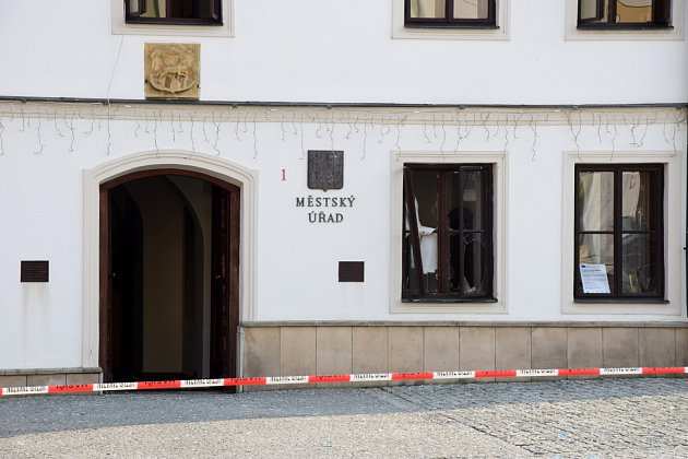 Centrem Rýmařova otřásl výbuch v budově radnice
