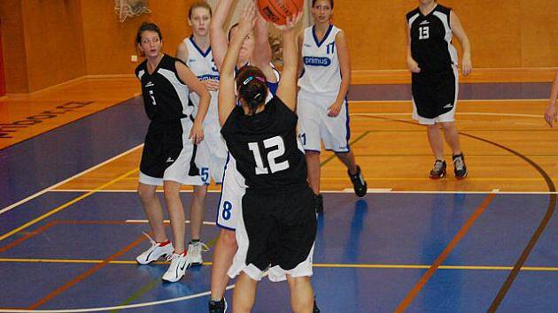 Mladé basketbalistky Slavoje Bruntál se utkaly v ligové soutěži mladších dorostenek s  Frýdkem-Místkem a Havířovem. Z Havířova si odvezly cenné vítězství.