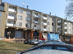 Bytové domy v rýmařovské Radniční ulici procházejí rekonstrukcí. Jejím výsledkem má být i průchozí pasáž od pivovaru k náměstí Míru.