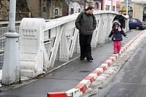 Ocelový nýtovaný most dlouhý asi 15 metrů byl v roce 2007 vyhlášen kulturní památkou. O pár let později už byl jeho technický stav tak špatný, že bylo nutné uzavřít rošty pro pěší a uprostřed nově vymezit koridory pro chodce a pro auta.