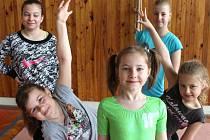 Bruntálské fitnessky Klára Kubesová, Valerie Jordová, Markéta Mičková, Jana Kovaříková a Veronika Mičková.