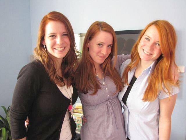 Podobná k nerozeznání jsou si tato krásná trojčata původem z Krnova. Na fotografii jsou zleva Nikola, Denisa a Aneta. Všechny slečny oslaví ve středu pětadvacáté narozeniny.