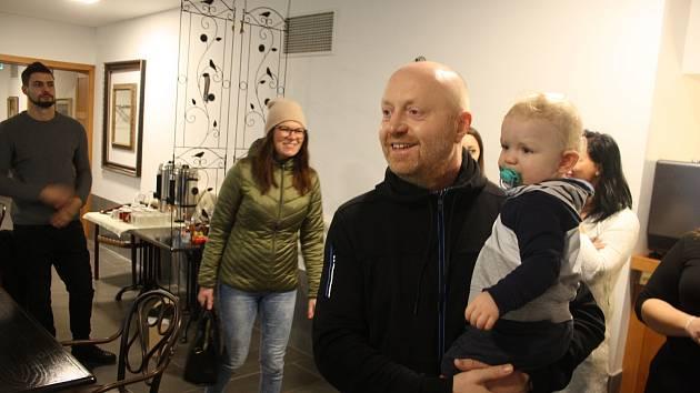 Ivan Kocmánek z Krnova překonal leukémii jen díky tomu, že se v Německu našla vhodná dárkyně kostní dřeně. Dnes dělá vše pro to, aby  také v českém registru dárců dřeně bylo co nejvíc dobrovolníků.