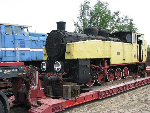 Ze zrušené polské úzkokolejky získali krnovští odborníci kromě jedné parní a jedné dieselové lokomotivy také několik vagonů a množství náhradních dílů.