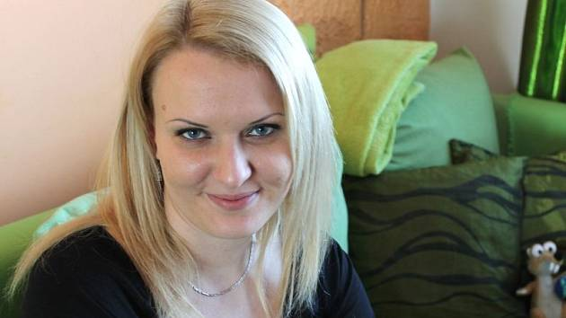 Denisa Kočanová z Dvorců rok poté, co pojala před zaplněným Společenským domem v Bruntále za manžela Romana Kočana.