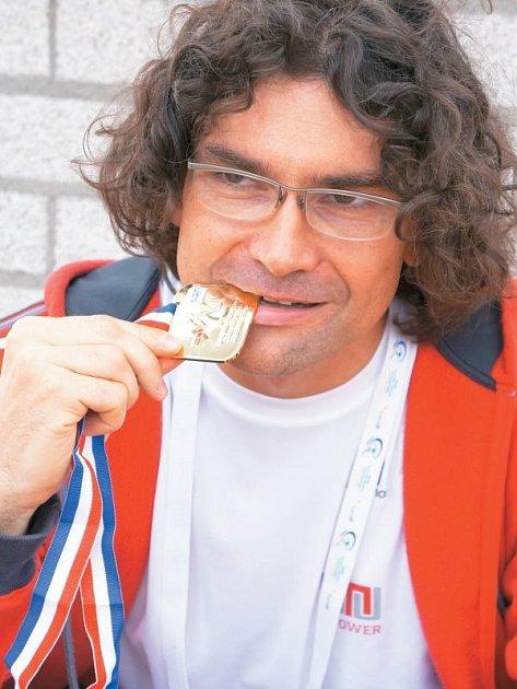 Odchovanec bruntálského plavání Petr Gregor dal o sobě výrazně vědět skvělými výkony na evropském šampionátu v nizozemském Eindhovenu, kde sbíral medaile všeho druhu.