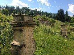 Pozůstatky piaristické koleje ve Staré Vodě, kde nabyl základy vzdělání například J. E. Purkyně.