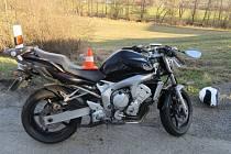 Motorkář na Yamaze se střetl s Avií V Branticích v neděli 17. března.