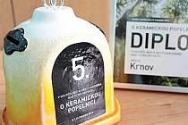 Krnov díky poctivému třídění odpadů získal tuto trofej a diplom za páté místo v soutěži O keramickou popelnici.