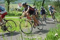 Vrbenští studenti patří k nejlepším sportovcům nejen v Moravskoslezském kraji. V popředí jsou vidět hlavně cyklisté, ať už na silnici nebo v terénu.