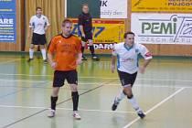 Futsalisté Fugy Krnov vybojovali v Brušpěrku šest bodů, porazili i vedoucí celek soutěže, také proto jsou čtvrtí s nepatrnou ztrátou na čelo.