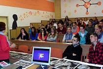 Žáci Soukromé střední školy Praktik v Horním Benešově si tento týden vyslechli přednášku Jarmily Novotné o prevenci rakoviny prsu.