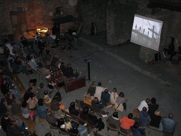 Hrad Sovinec nabídl skvělou kulisu pro promítání klasického hororového snímku režiséra  Friedricha W. Murnaua Upír Nosferatu.