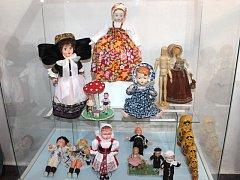 Panenky a další hračky mohou nyní obdivovat návštěvníci výstavy na zámku v Bruntále.