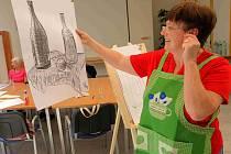 Výtvarně nadaní senioři z Krnova dostali šanci zúročit svůj talent na speciálních kurzech.