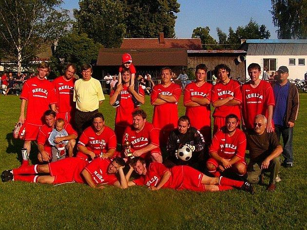Při oslavách šedesáti let trvání fotbalové činnosti v obci se na trávníku v rámci oslav představí mladé začínající generace fotbalistů, ale i staré gardy.