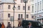 Vánoční výzdoba. Ulice Svatopluka Čecha v Bruntále (na snímku), podobně jako další vybrané ulice ve městě, je již oděna do vánočního kabátku.