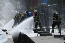Zásah hasičů ve Vrbně pod Pradědem u havárie plynového potrubí.