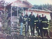 Ani vysoké nasazení, které prokázali dobrovolní hasiči z Karlovy Studánky a jejich kolegové z řad profesionálů, nezachránilo hotel Hubertus před vyhořením.