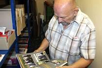 Josef Cepek se musel pořádně probrat archivy a také rodinnými pozůstalostmi, aby se dopracoval k souhrnné knize o dosídlení Milotic a Jelení.