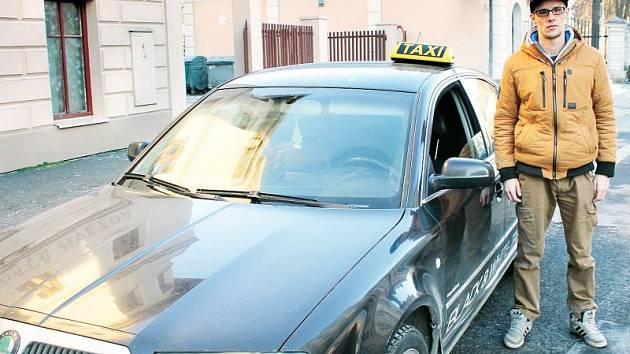 Senior taxi. Senioři v Bruntále si od 1. února mohou dopřát jízdu taxíkem k lékaři či na úřad za zvýhodněnou cenu.