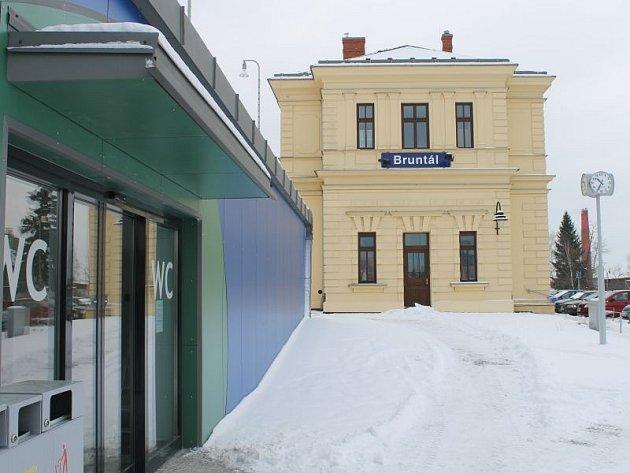 Od pondělí 5. ledna fungují nové toalety, které slouží coby veřejné záchodky denně od 6 do 22 hodin.