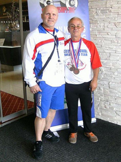 Medailisté, vlevo Rémy Krayzel, vpravo Janis Kenis.