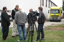 Krnovská Střední škola automobilní se stala první zastávkou štábu České televize s moderátorem Stanislavem Berkovcem v rámci natáčení pořadu Profesionál, který se specializuje na motoristy.