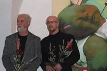 Fotograf Jindřich Štreit (vlevo) a malíř Pavel Forman v Galerii V Kapli.