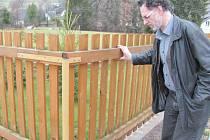 Krajinný architekt Petr Ondruška, který v Krnově pořádal přednášky o fenoménu plotů, upozornil na zajímavý trend. Také ploty totiž podléhají módě.