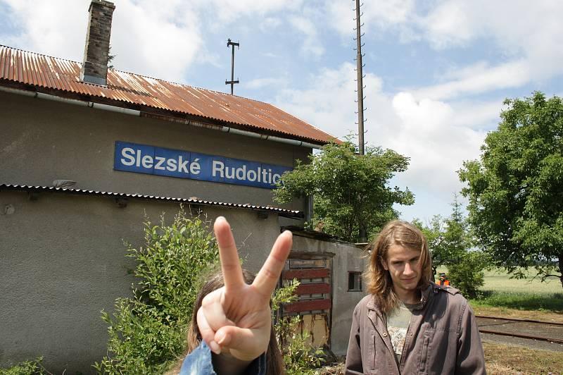 Slezské Rudoltice  dnes mají třetí nejkrásnější nádraží v České republice. Pojďme se ohlédnout do minulosti, co tomu předcházelo.