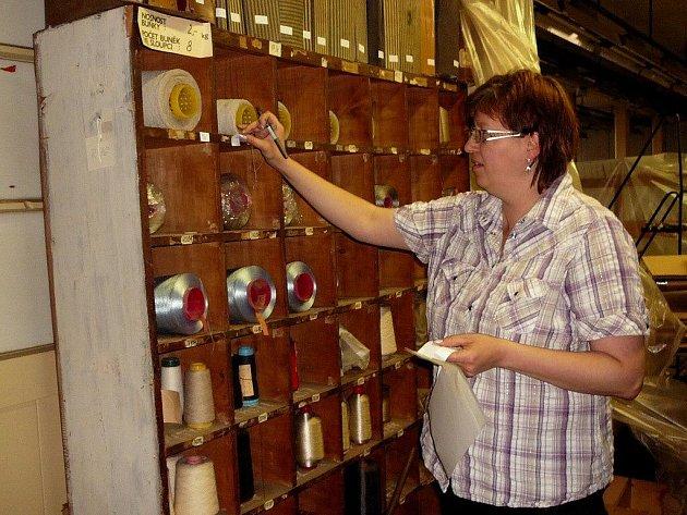 Na každý detail stěhování vzorkovny pečlivě dohlíží pracovníci krnovského muzea.
