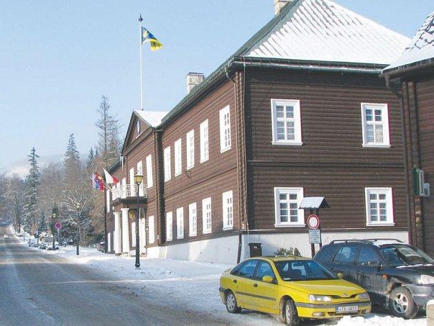 Karlova Studánka je jedinečná architekturou a klimatickými podmínkami, vhodnými pro léčbu nemocí dýchacího a oběhového ústrojí.