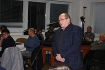 Ředitel nemocnice Ladislav Václavec vysvětlil krnovským zastupitelům, že kraj potřebuje městské pozemky pro stavbu magnetické rezonance a lékárny.