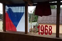Jiří Ovčáček vyzval veřejnost, aby na výročí 21. srpna 1968 občané vyvěšovali rudé trenky nebo státní vlajky. Recesisté z Bohušova na jeho výzvu zareagovali po svém.