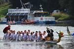 Šestý ročník závodu dračích lodí na Slezské Hartě.