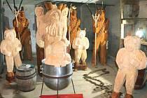 Tyhle pekelníky mohou vidět návštěvníci Pradědovy galerie U Halouzků v Jiříkově.