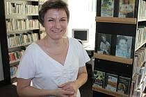 Miroslava Kozubová je příjemnou ženou, která návštěvníkům Městské knihovny v Břidličné doporučí vždy ráda nějaké příjemné čtení.