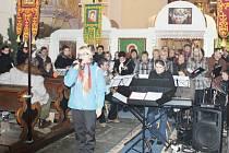 Smíšený pěvecký sbor Bruntál pod vedením Jiřiny Krystýnkové vystoupí i letos během adventu na sedmi koncertech v kostelech.