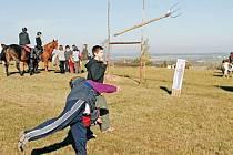 Hlavně trénujte! vzkázal Jan Gemela vidlákům, kteří se chystají v sobotu do Lichnova na Vidlácké neolympijské hry. Takto probíhal trénink vidláků v Mikolajicích u Opavy.