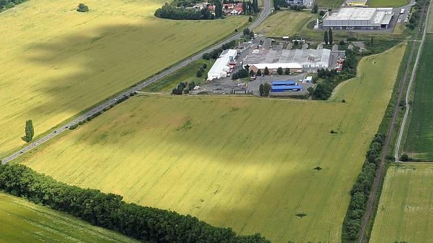 Letecký pohled na průmyslovou zónu.
