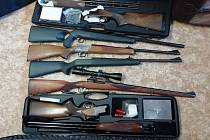 Část zajištěných zbraní.