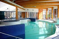 Bazény jsou napuštěné ve zkušebním provozu, otevření svého svatostánku se dočkají příznivci vody za dva týdny, přesně 20. dubna.